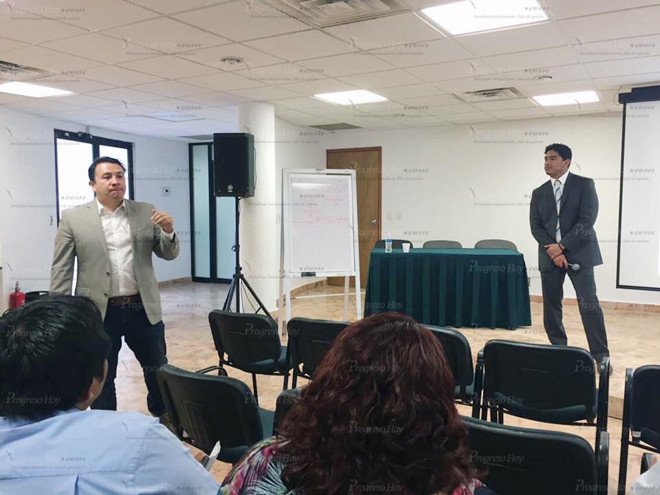El Director General Adjunto de la Fiscalía Especializada en Delitos Contra la Libertad de Expresión (Feadle), Nahúm Pedro Zárate (izquierda), y el subdirector de la de la misma, Luis Alberto Jiménez Martínez