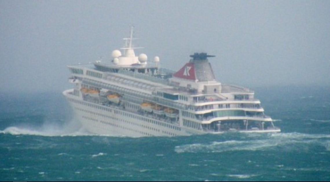 Unos 20 Mil Turistas De Crucero Varados En Alta Mar Por El